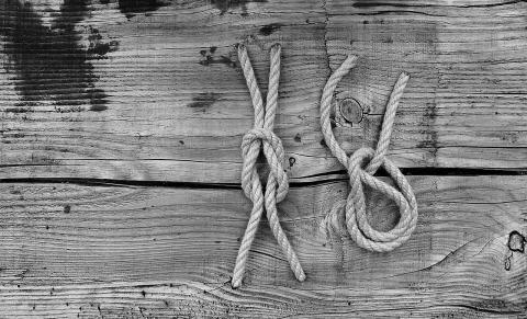 매듭은 묶는 방법에 따라 단단한 정도가 다르다. ⓒ 픽사베이