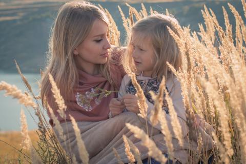 어른과 아이 사이에 눈을 맞추는 것이 중요하다. ⓒ 픽사베이