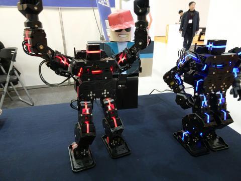 현장에는 로봇과 관련한 다양한 제품과 교육들이 선보였다. ⓒ 김은영/ ScienceTimes