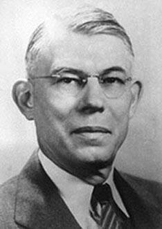 비타민 K의 화학 구조를 분석하고 합성에 성공해 헨리크 담과 1943년 노벨 생리의학상을 공동 수상한 에드워드 도이지. ⓒ Public Domain