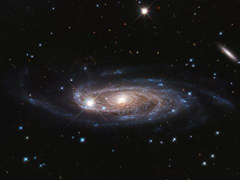 허블 우주망원경이 촬영한 UGC 2885 은하. © NASA, ESA